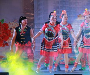 内一科——彝族舞蹈《甜甜阿撒传传情》